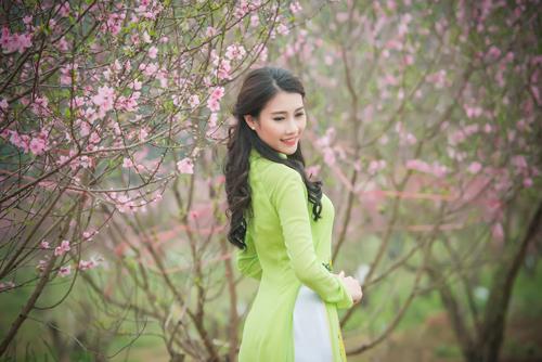 Người đẹp Thanh Tú rạng ngời bên sắc hoa ngày xuân - 2