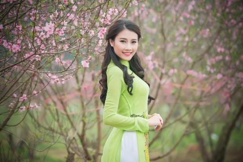 Người đẹp Thanh Tú rạng ngời bên sắc hoa ngày xuân - 3