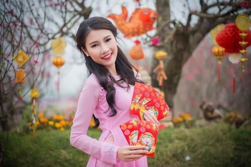 Người đẹp Thanh Tú rạng ngời bên sắc hoa ngày xuân - 6