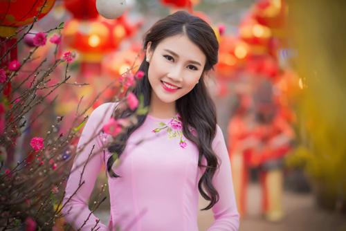 Người đẹp Thanh Tú rạng ngời bên sắc hoa ngày xuân - 5