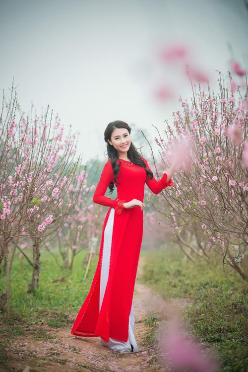 Người đẹp Thanh Tú rạng ngời bên sắc hoa ngày xuân - 9