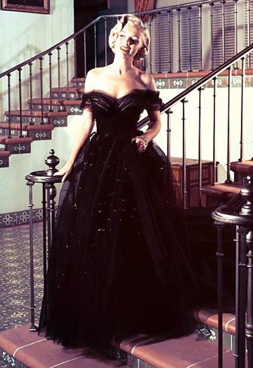 Những minh tinh mặc đẹp nhất qua các kỳ Oscar - 1
