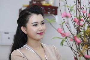 Căn hộ tràn ngập sắc xuân của MC Hương Giang