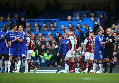 Chelsea - Burnley: Chiếc thẻ đỏ bước ngoặt - 1
