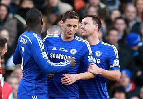 Mourinho không thể cười vì Chelsea bị xử ép - 1