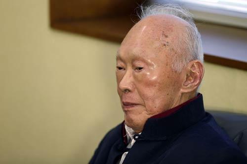 Singapore: Ông Lý Quang Diệu nhập viện vì trọng bệnh - 1