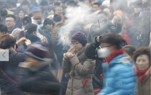 Chùm ảnh: Người dân TQ đổ xô đi lễ chùa đầu năm - 1