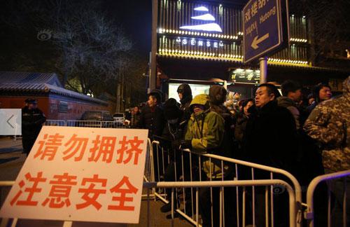 Chùm ảnh: Người dân TQ đổ xô đi lễ chùa đầu năm - 5