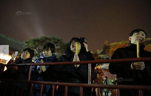 Chùm ảnh: Người dân TQ đổ xô đi lễ chùa đầu năm - 6