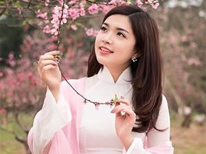 Hoa khôi Thùy Dương khoe dáng xuân yêu kiều