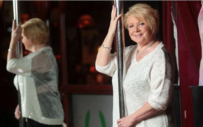 Marie Calvert tuyên bố cô đã ngủ với 3000 người đàn ông trong vòng 35 năm qua dù cô đã kết hôn.