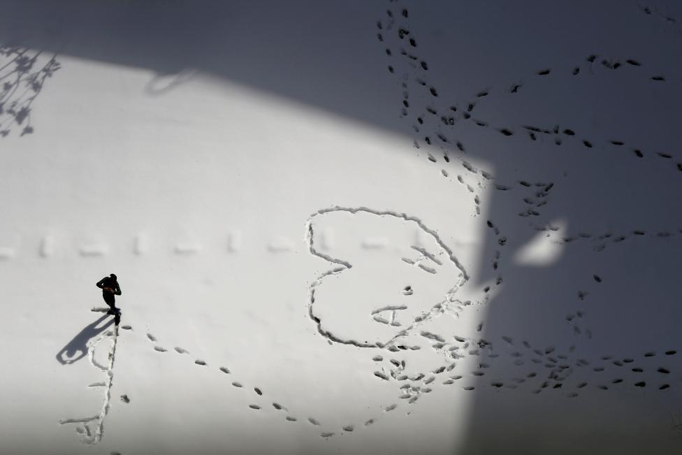 """Hiện tượng lạ: Tuyết phủ trắng """"sa mạc"""" Trung Đông - 4"""