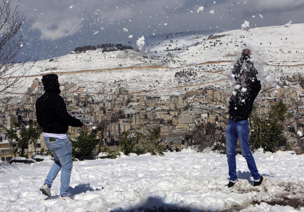 """Hiện tượng lạ: Tuyết phủ trắng """"sa mạc"""" Trung Đông - 2"""
