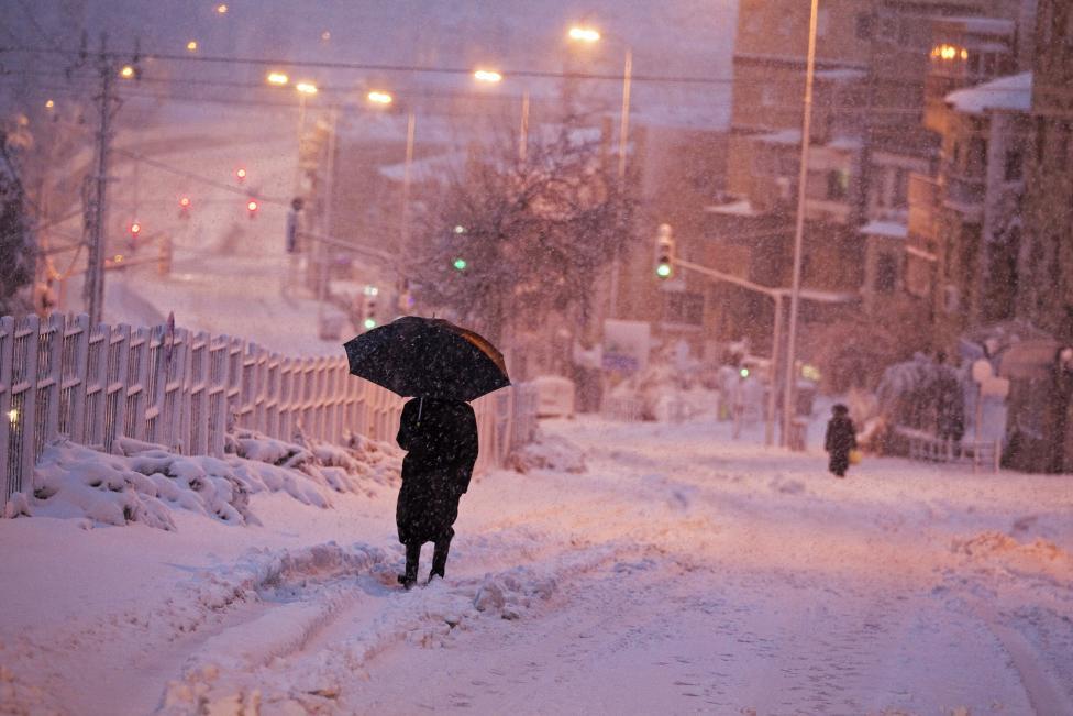 """Hiện tượng lạ: Tuyết phủ trắng """"sa mạc"""" Trung Đông - 7"""