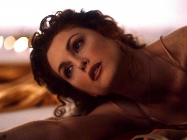 Julianne Moore sinh ngày 3.12.1960, là nữ diễn viên nổi tiếng người Mỹ. Cô bắt đầu hoạt động làng giải trí từ năm 1982 và nổi tiếng với vẻ đẹp hút hồn trên màn ảnh.