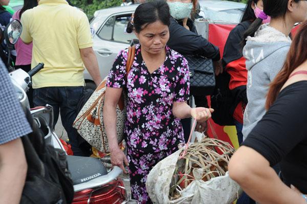 Hàng vạn người rồng rắn đổ về Thủ đô sau kỳ nghỉ Tết - 17