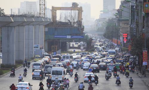 Hàng vạn người rồng rắn đổ về Thủ đô sau kỳ nghỉ Tết - 24