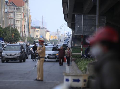 Hàng vạn người rồng rắn đổ về Thủ đô sau kỳ nghỉ Tết - 21