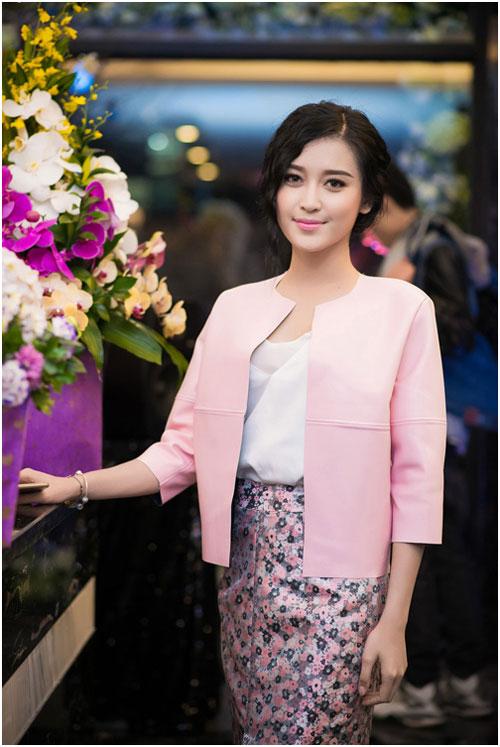 """""""Cân đo"""" phong độ thời trang của 3 nàng hoa, á hậu Việt - 9"""