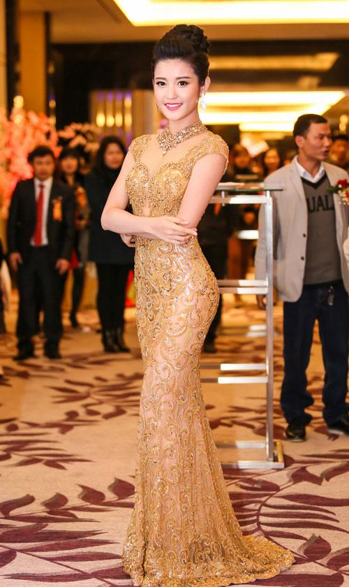 """""""Cân đo"""" phong độ thời trang của 3 nàng hoa, á hậu Việt - 7"""