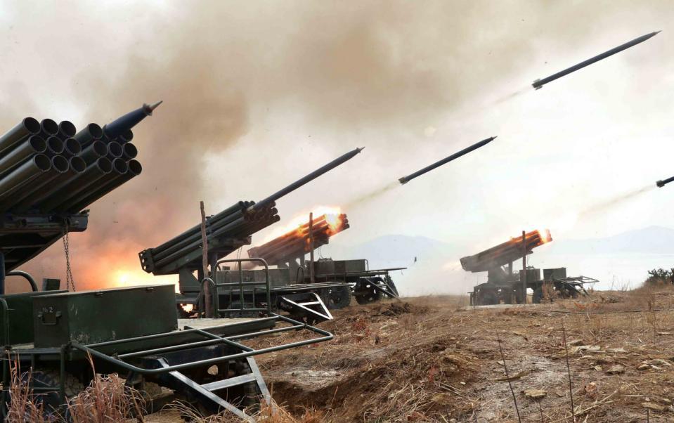 """Kim Jong-un lệnh cho quân đội""""sẵn sàng chiến đấu"""" - 2"""