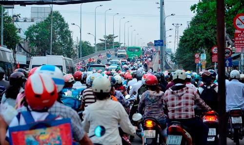 Đường phố tắc nghẽn ngày làm việc đầu năm - 9