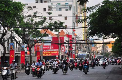Đường phố tắc nghẽn ngày làm việc đầu năm - 13