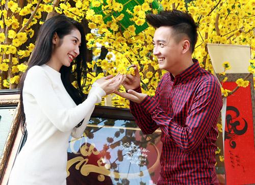 Ngô Kiến Huy và bạn gái xin quẻ đầu năm - 2