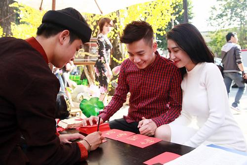 Ngô Kiến Huy và bạn gái xin quẻ đầu năm - 4