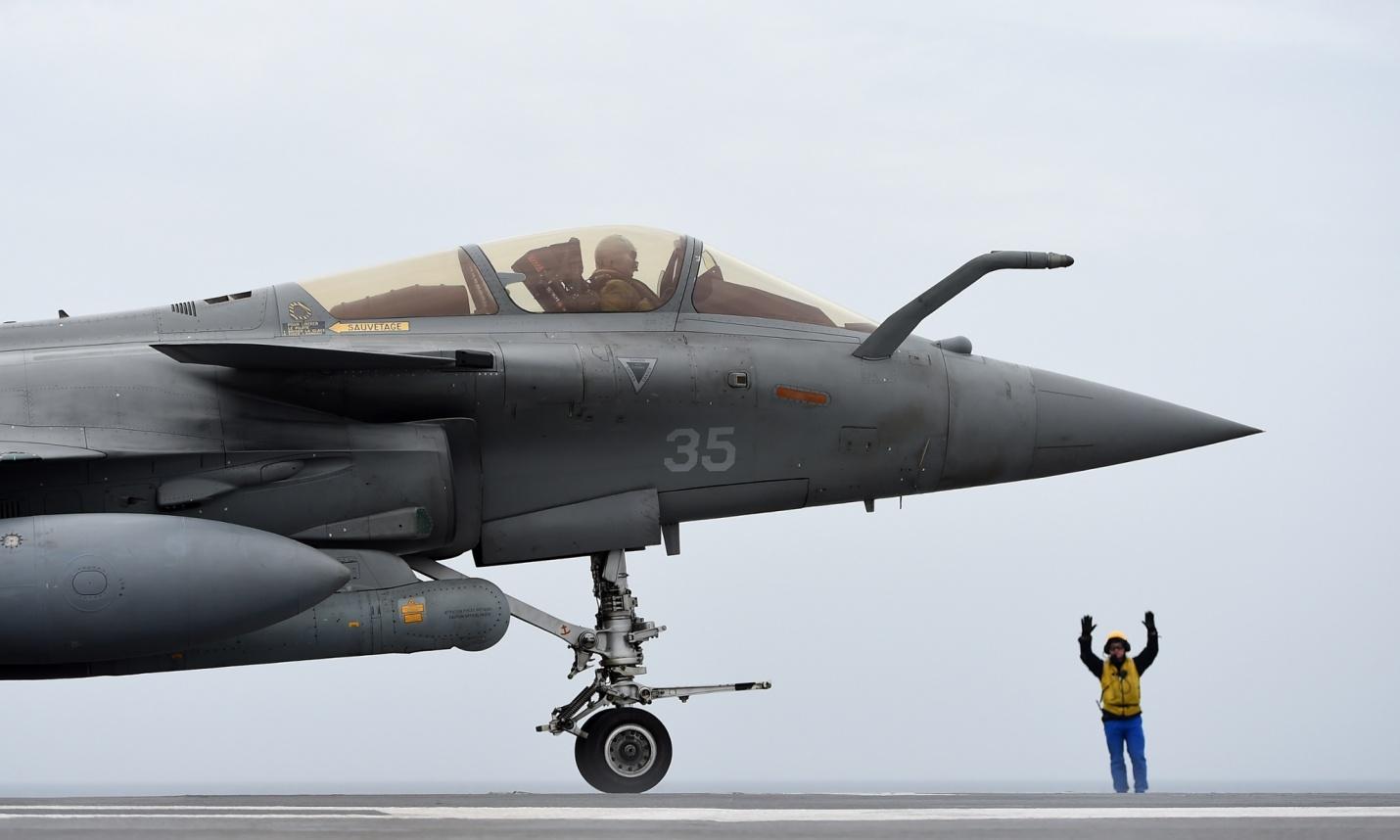 Pháp điều tàu sân bay tới Vùng Vịnh chống IS - 2
