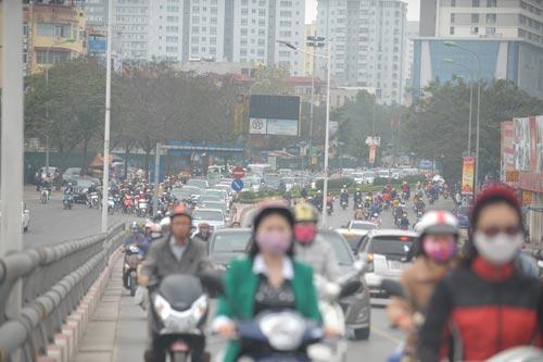 Đường phố tắc nghẽn ngày làm việc đầu năm - 4