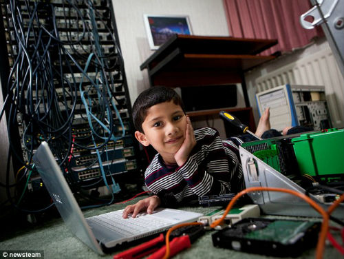 Cậu bé ít tuổi nhất thế giới được cấp bằng chuyên viên IT - 2