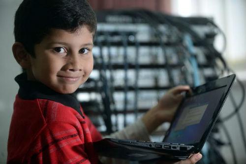 Cậu bé ít tuổi nhất thế giới được cấp bằng chuyên viên IT - 1