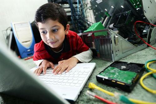 Cậu bé ít tuổi nhất thế giới được cấp bằng chuyên viên IT - 3