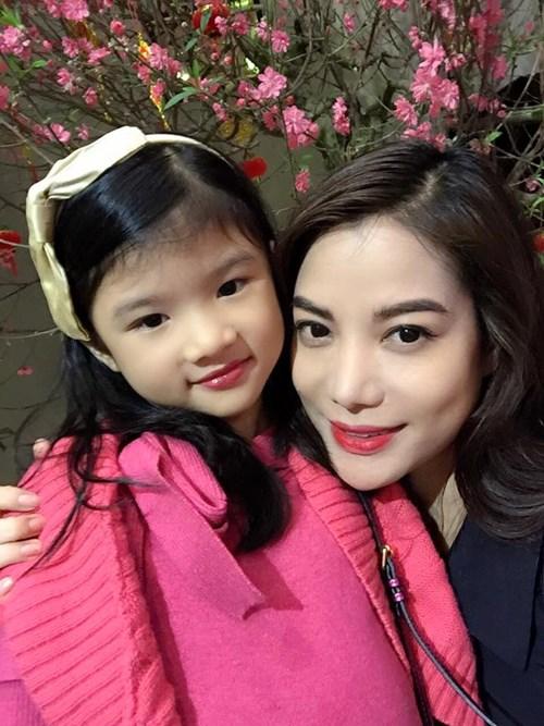 Sao Việt khoe người thân ngày đầu xuân - 13