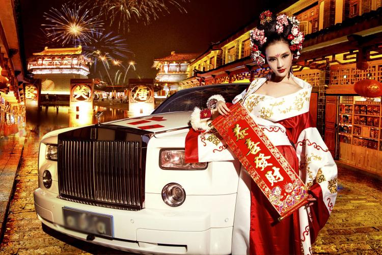Một bộ ảnh công phu với nhiều ý nghĩa về người đẹp và xe vừa được chân dài Yi Yan thực hiện cùng ê-kíp của mình