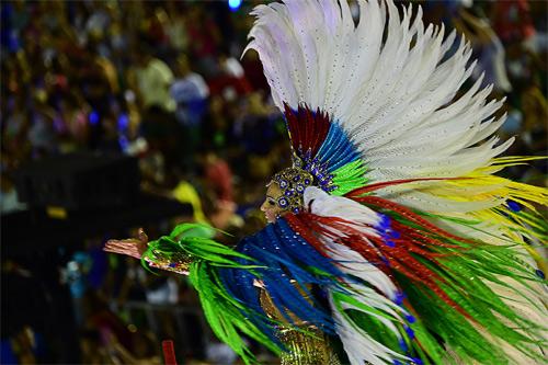 Choáng ngợp trước vẻ lộng lẫy của vũ công Brazil - 4