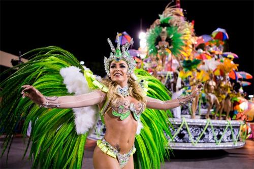 Choáng ngợp trước vẻ lộng lẫy của vũ công Brazil - 6