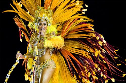 Choáng ngợp trước vẻ lộng lẫy của vũ công Brazil - 7