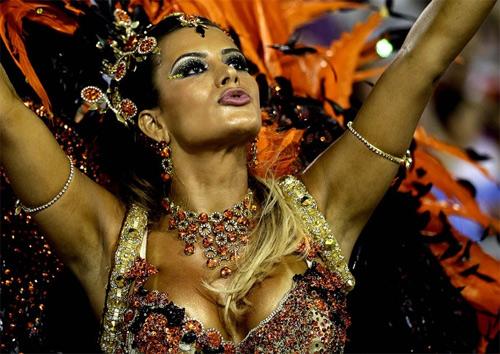 Choáng ngợp trước vẻ lộng lẫy của vũ công Brazil - 2