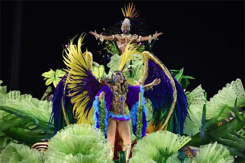 Choáng ngợp trước vẻ lộng lẫy của vũ công Brazil - 16