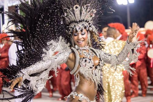 Choáng ngợp trước vẻ lộng lẫy của vũ công Brazil - 13
