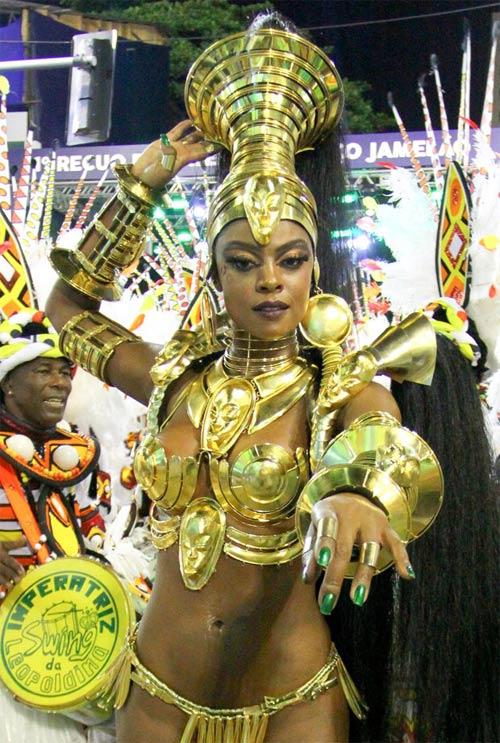 Choáng ngợp trước vẻ lộng lẫy của vũ công Brazil - 18