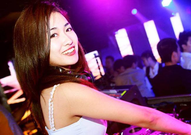 """Nữ DJ """"nóng bỏng"""" của đội Sơn Tùng - 1"""