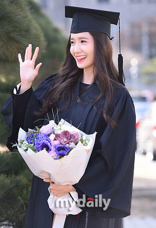 Yoona (SNSD) xinh như nữ thần trong ngày tốt nghiệp - 5