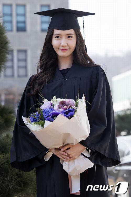 Yoona (SNSD) xinh như nữ thần trong ngày tốt nghiệp - 4