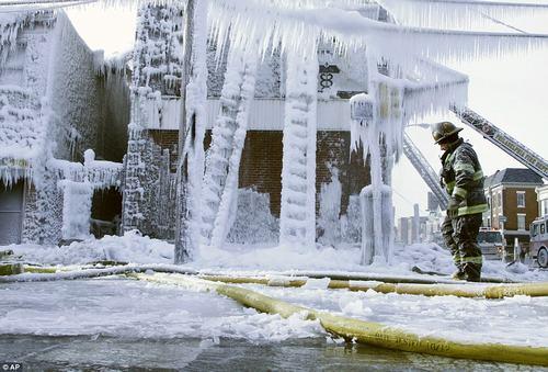 Chùm ảnh ấn tượng về đợt lạnh kỷ lục ở Mỹ - 3