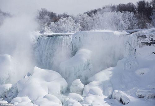 Chùm ảnh ấn tượng về đợt lạnh kỷ lục ở Mỹ - 1