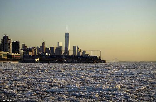 Chùm ảnh ấn tượng về đợt lạnh kỷ lục ở Mỹ - 5