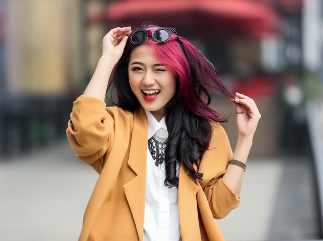Thu Trang ăn mặc cá tính du xuân trên phố Hà Nội